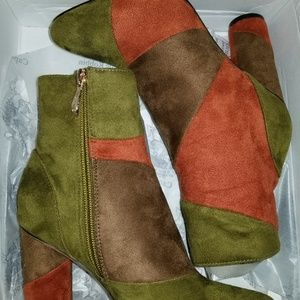 Suede Cape Robbin ankle boots